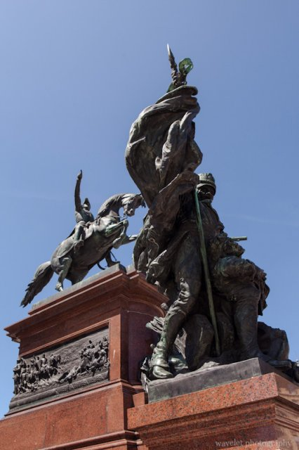 Monument to José de San Martín, Plaza San Martín