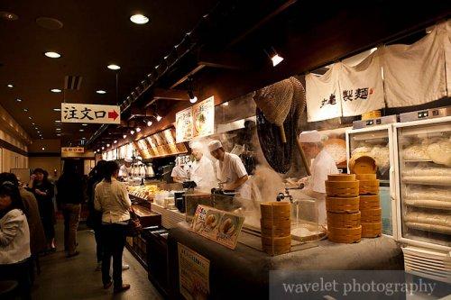 Inside a Udonn Noodle House in Kyoto (京都的乌冬面馆)