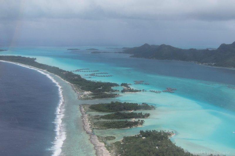 Overlook Bora Bora's lagoon from the airplane