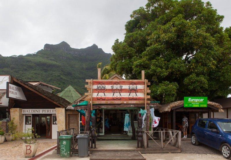 Pearl and souvenir shops in Viatape, Bora Bora