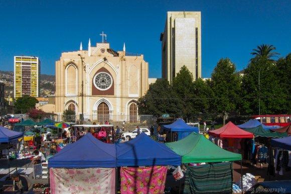 Parroquia los Doce Apóstoles and flee market, Valparaiso