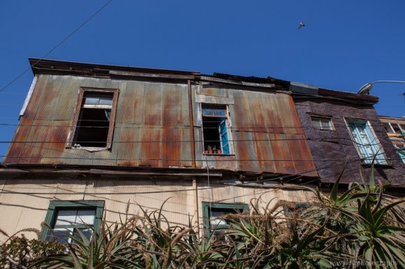Abandoned rusty house, Valparaiso