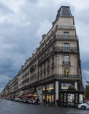 Street view near Galeries Lafayette, Paris