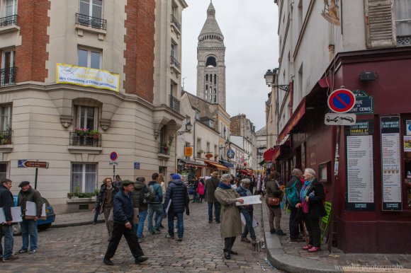 Artists and tourists at Rue de Chevalier de la Barre near Sacré-Cœur, Montmartre, Paris