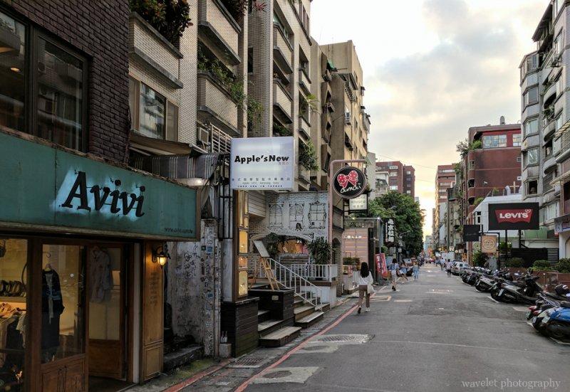忠孝東路边的小街,台北