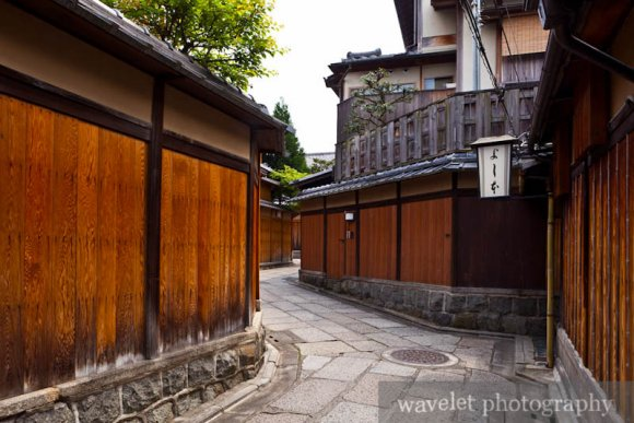 Stone-Paved Roads between Yasaka Shrine (八坂神社) and Kiyomizu Temple (清水寺)