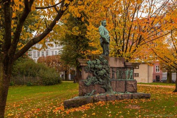 Statue of Viggo Hørup, Rosenborg Castle Garden