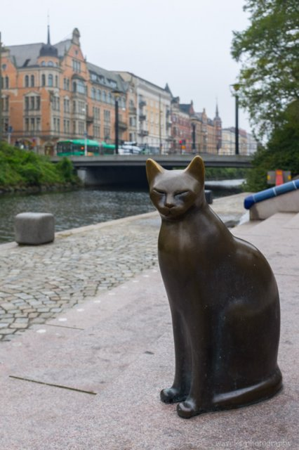 Cat sculpture by Davidshallsbron, Malmö