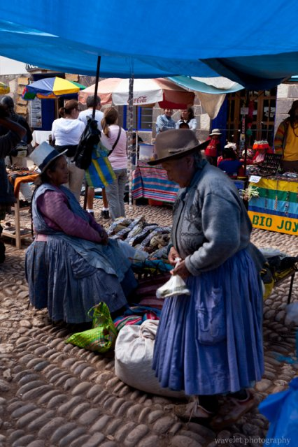 Peruvian Women at Písac Market
