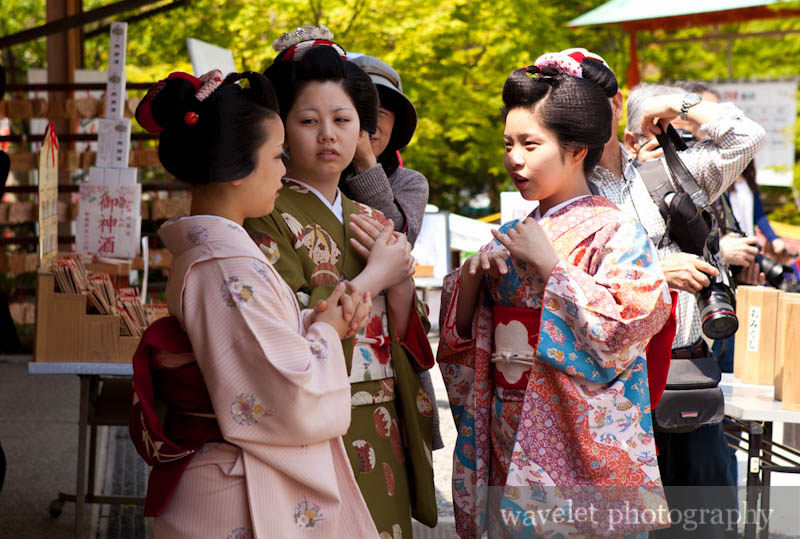 Girls wearing Kimono at Yasaka Shrine (八坂神社)
