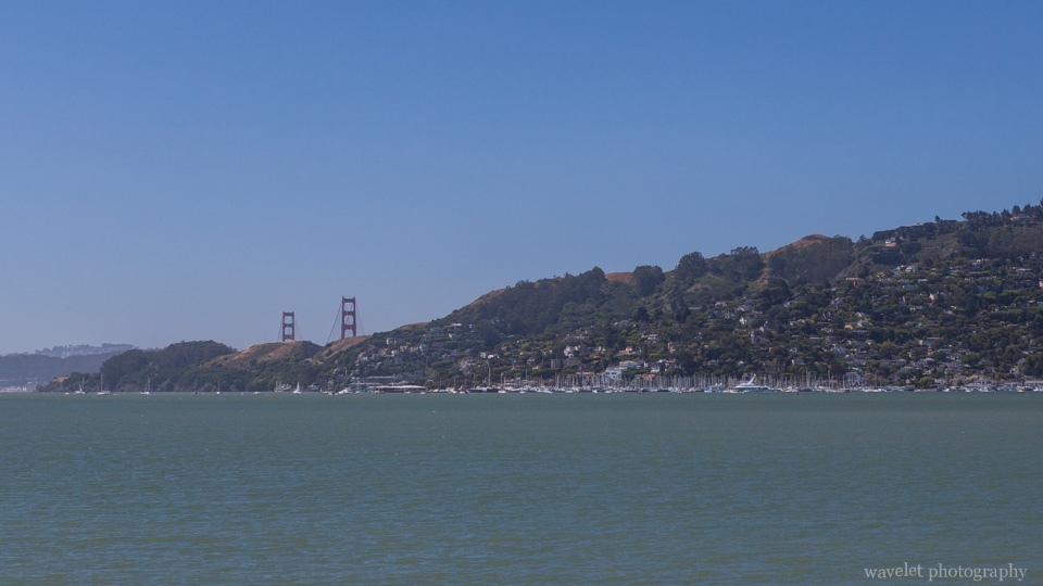 Overlook Richardson Bay and Golden Gate Bridge from Tiburon\'s Boardwalk