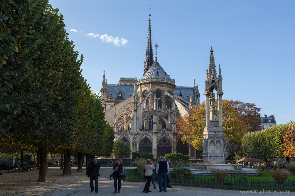 Fontaine de l'Archevêché against Notre-Dame at Square Jean XXIII, Paris